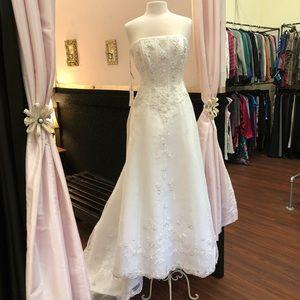 David's Bridal Strapless Wedding Gown